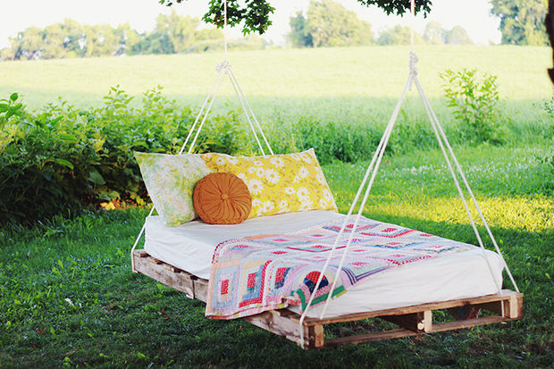 Floating Bed for garden diy pallet swing bed BRVXULH