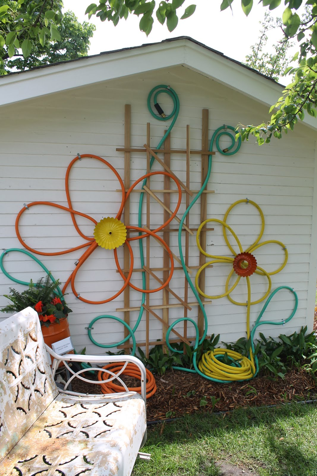 Outdoor decoration make flowers from hoses for outdoor house decor UVFHMEO