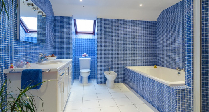 21+ Blue Tile Bathroom Designs, Decorating Ideas | Design Trends