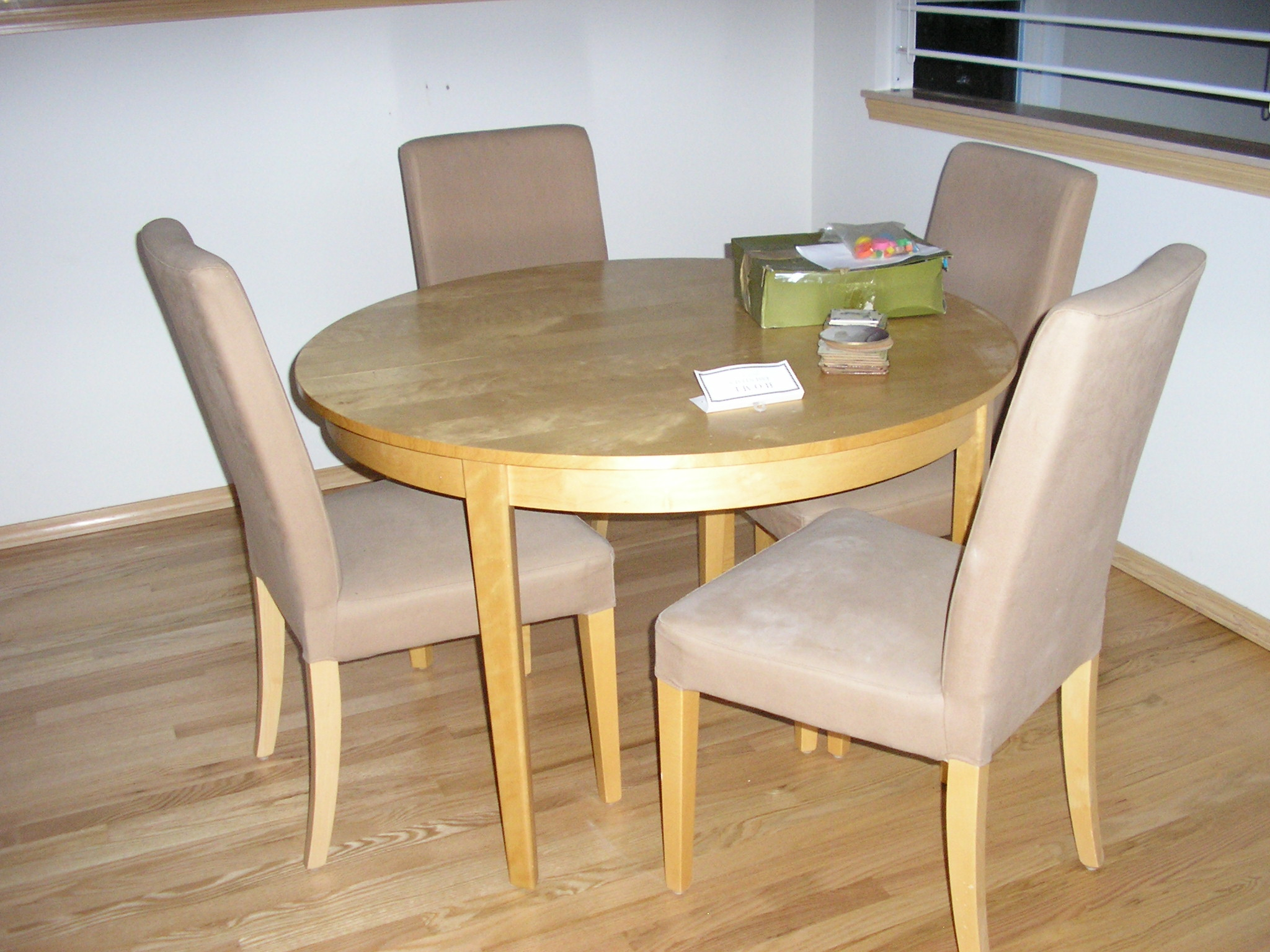 Contemporary Table And Chairs For Kitchen Model