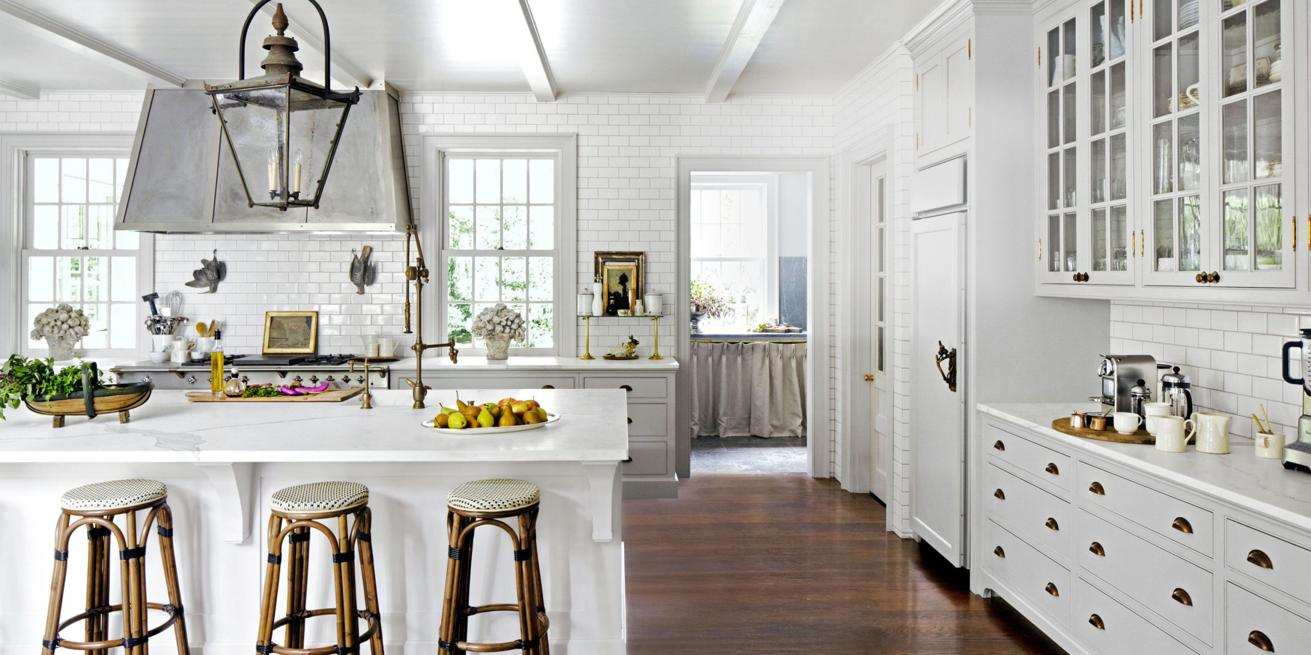 24 Ideas for Decorating a Kitchen With White