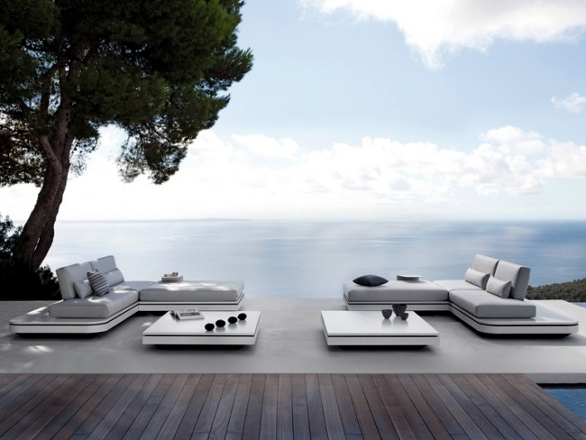 This beautiful garden design twin Manutti embody pure elegance when it  comes to garden furniture. The sofa in pastel colors with angle pattern and  stylish
