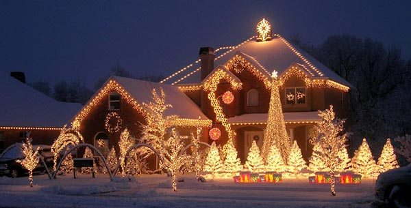 Easily Hang Outdoor Christmas Lights | Integrity Electric