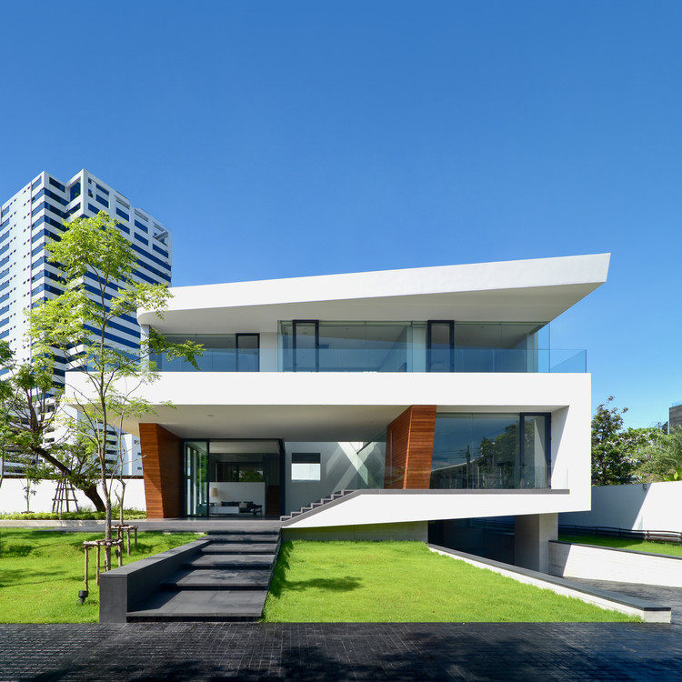 Waterfall House / Architects49 House Design Limited