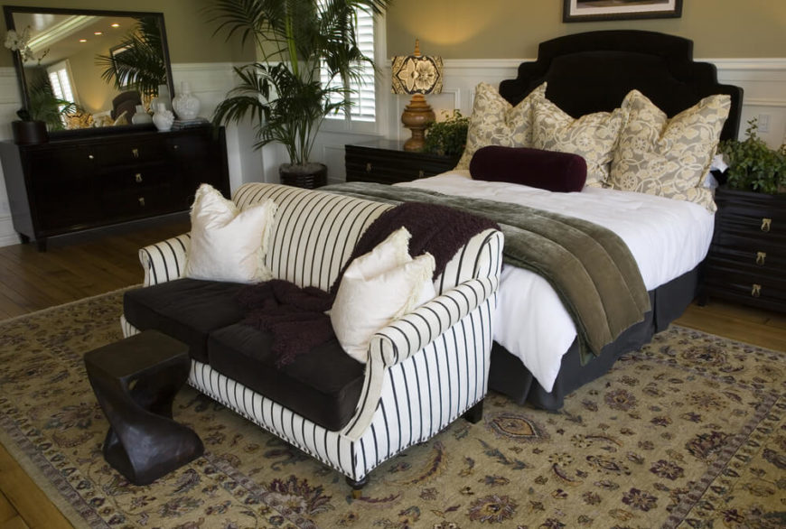 Like the above bedroom, this one places the loveseat at the foot of the bed