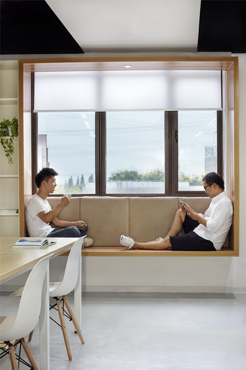 7 Contemporary Ideas For Window Coverings // ROLLER SHADES -- Available in  a range