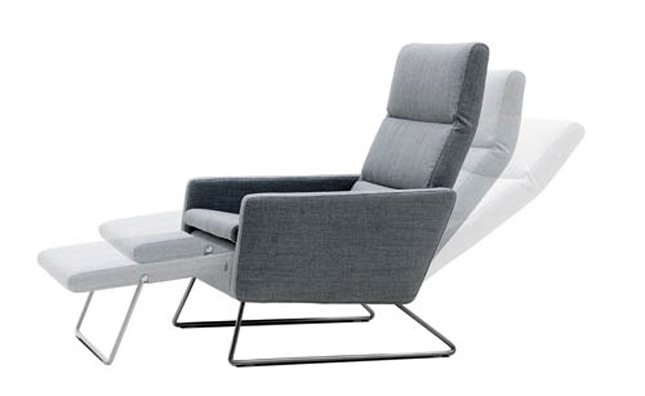 Small space recliner