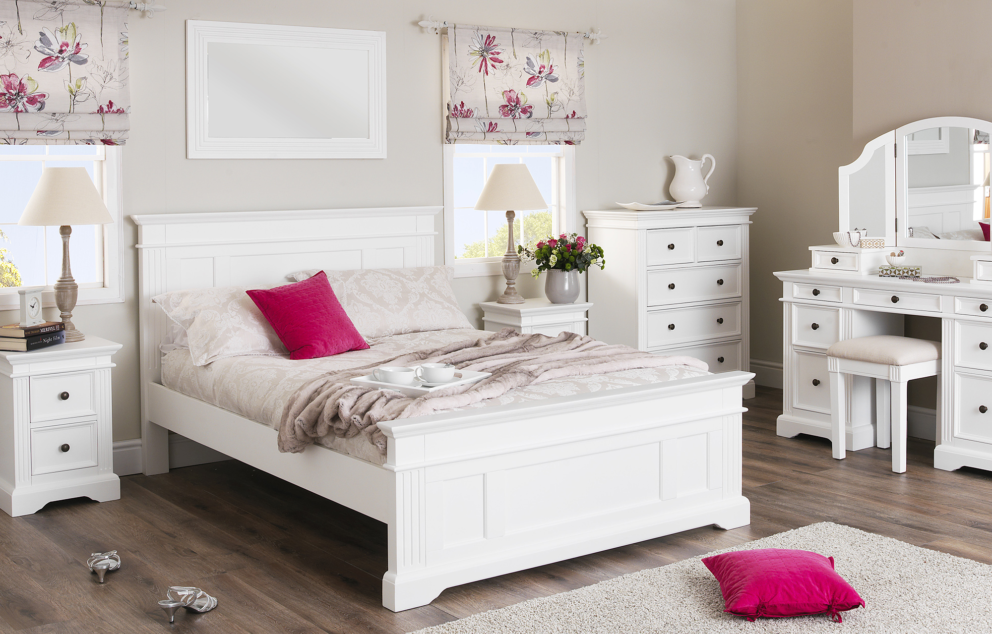 Designed shabby chic bedroom furniture sets gives simplicity and elegant  look