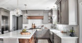 Traditional kitchen designs - Elegant kitchen photo in New York